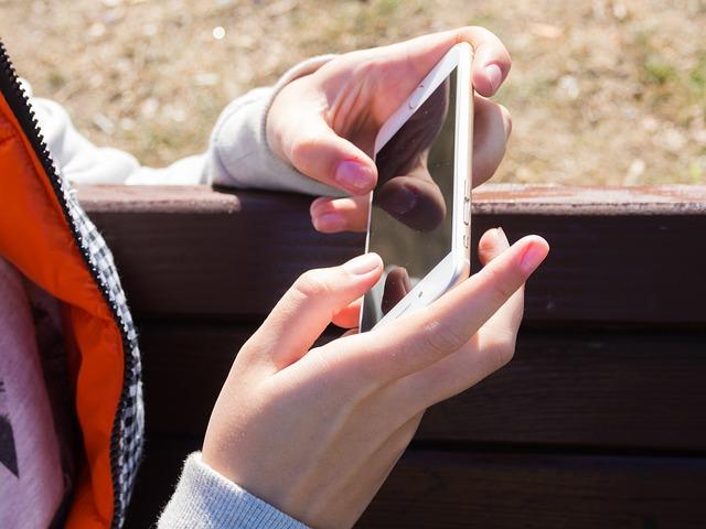 smartphone-982570_640